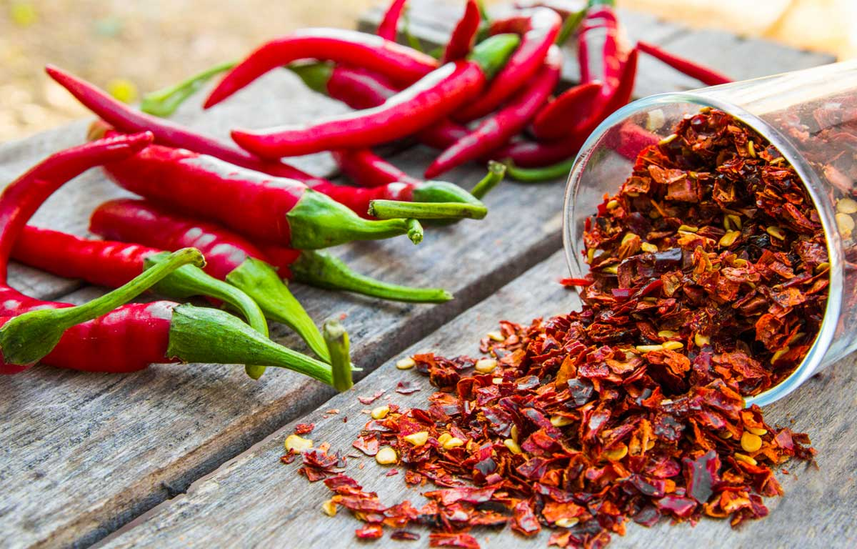 Capsaicin, a phytochemical (plant chemical) found in hot peppers, can help naturally relieve itching. Capsaicin works by desensitizing the nerves, reducing itch. When initially used, a capsaicin cream can cause irritation. Yet, as use is continued, the irritation will subside.