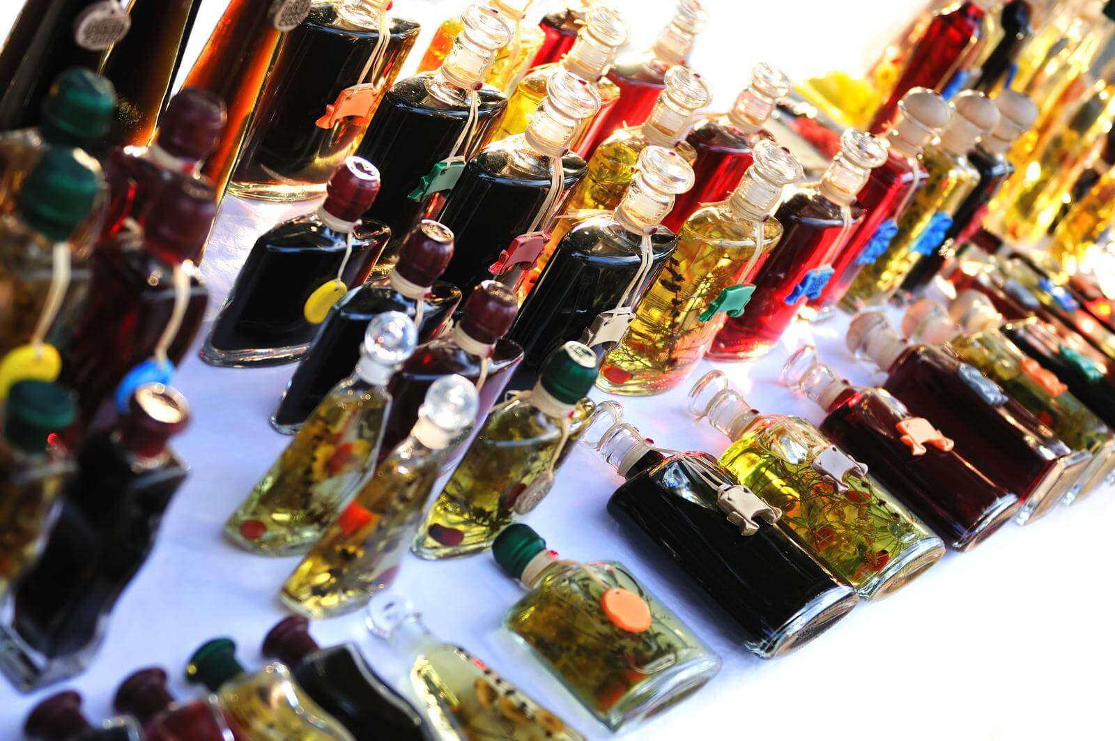 The Best Herbs for Infusing Oil to Treat Candida Yeast