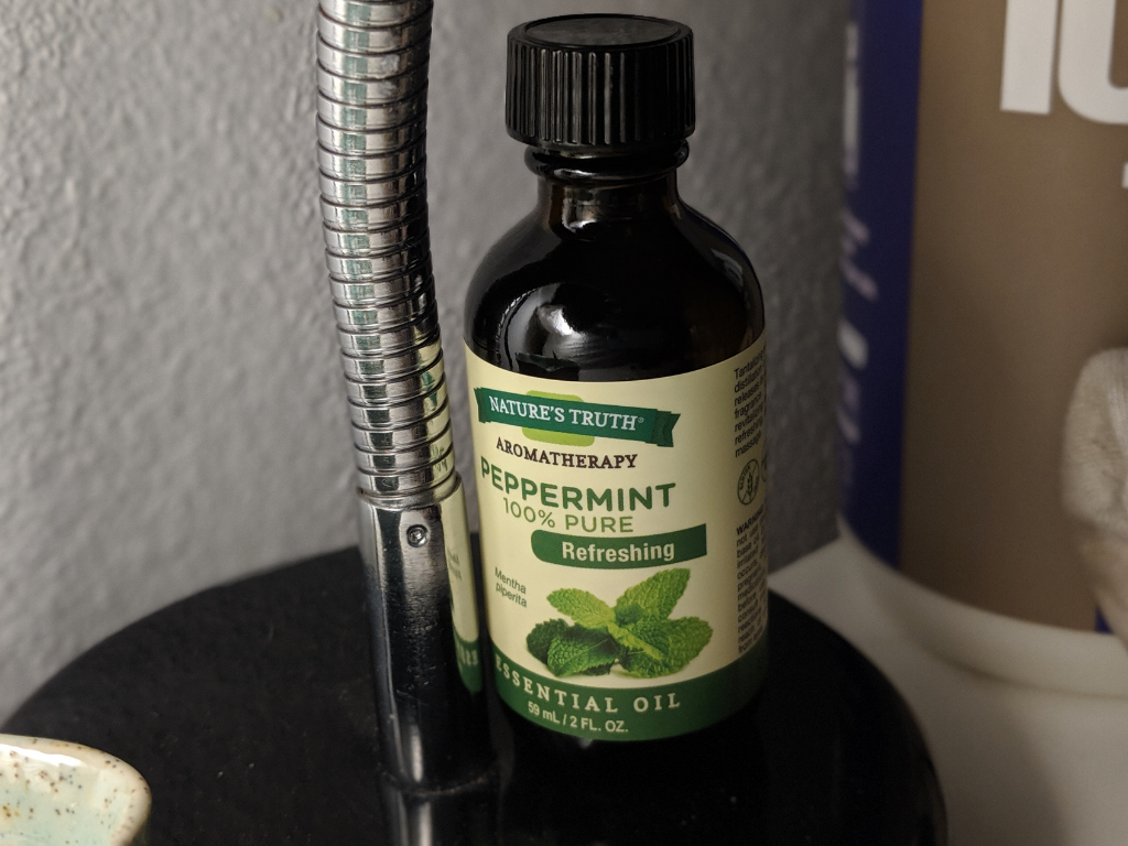 One of the best natural ways to relieve yeast infection itch is by using peppermint essential oil. Peppermint oil contains a good amount of menthol. Menthol is a cooling agent that can help itchy skin feel better. Additionally, peppermint oil fights Candida!